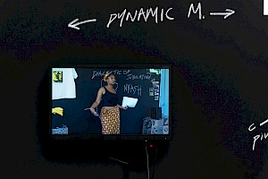 Senam Okudzeto, The Dialectic of Jubilation; Afro Funk Lessons, (2002–2005), acrylique sur papier, peinture et dessins de craie, dimensions variables, vidéo, 4:3, 9:47 min. Vue d'exposition à la Kunsthalle, Bâle, 2019, photo par Nici Jost. Courtesy de l'artiste. — © Centre culturel suisse. Paris