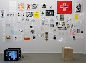"""Rosa Brux avec les Archives contestataires """"Essayer encore, rater encore, rater mieux"""", Centre culturel suisse, 2018 / © Marc Domage"""