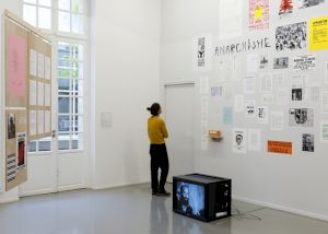 """<p>Rosa Brux avec les Archives contestataires """"Essayer encore, rater encore, rater mieux"""", Centre culturel suisse, 2018 / © Marc Domage</p>"""