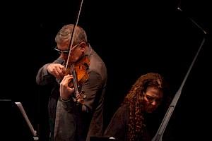 Sylvie Courvoisier et Mark Feldman, Centre culturel suisse, 2017 / © Simon Letellier