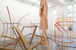 <p>Sonia Kacem, Carcasse, centre culturel suisse, 2017 / Photo: Simon Letellier</p>