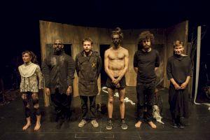 <p>Rentrer au Volcan / 2015 / Théâtre de Vidy / Photo: Augustin Rebetez</p>