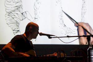 <p>Karoline Schreiber draws while Anders Guggisberg is playing music  / Photo: Simon Letellier</p>