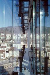 <p>La façade de la Tour de l'Office fédéral / Photo: Thomas Jantscher</p>