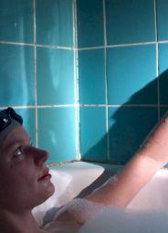 <p>Théâtre en Flammes / Denis Maillefer, Ariane dans son bain / Photo: Catherine Monney</p>