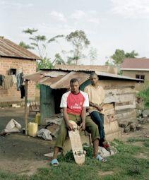 <p>© Yann Gross, Faruq Kavuma & Titi Ssekidde, photo tirée du projet Kitintale</p>