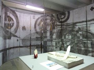 "<p>1er plan Thu Van Tran au 2nd plan Didier Rittener ""A New History"" 2010 / Photo: CCS</p>"