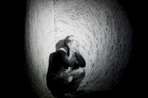 <p>Jo Dunkel, collaboration Anna Geering, Dead Funny III / Photo: Eduardo Serafim</p>