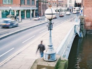 """<p>Matthew Buckingham, """"False Future"""" (2007), installation, techniques mixtes avec film 16mm en boucle (dim. var.) / D.R.</p>"""