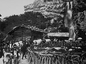 (309) Cascade Opérateur: [Alexandre Promio] Date: 7 mai 1896 - [12 juin 1896] Lieu: Suisse, Genève, Exposition nationale, village suisse. © Association frères Lumière