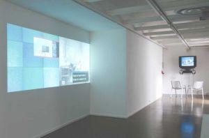 <p>URSULA BIEMANN 1er plan: Contained Mobility, 2004, vidéo double écran synchronisé, dvd, 20 min 2nd plan: Europlex, 2003, essai-vidéo, dvd, 20min / Photo: D.R.</p> — © Centre culturel suisse. Paris