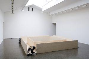 <p>Aller/Retour 3, Roman Signer, vue d'exposition / Photo: Jiro Nakayama</p>
