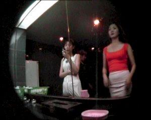 """<p>""""Lady's"""" (6'12"""", 2000) de Cui Xiuwen, courtesy Marella Gallery, Milan/Beijing  / Video still</p>"""