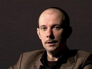 Jean-Marc Chapoulie en interview pour le Palais de Tokyo / Capture vidéo — © Centre culturel suisse. Paris