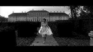 """""""L'année dernière à Marienbad"""", Alain Resnais / Videostill — © Centre culturel suisse. Paris"""