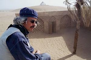 """Nacer Khemir sur le tournage de """"Bab Aziz 223"""" / Photo: D.R. — © Centre culturel suisse. Paris"""