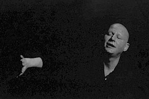 """Jean-Quentin Châtelain dans """"Mars"""" de Fritz Zorn en 2002 / Photo: Brigitte Enguerrand — © Centre culturel suisse. Paris"""