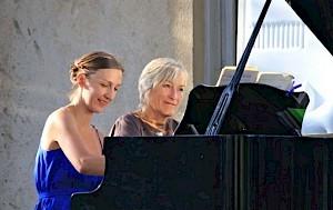 Eve-Anouk Jebejian (à gauche) / Photo: D.R. — © Centre culturel suisse. Paris