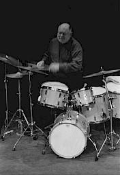 Daniel Humair en concert au CCS en 1999 lors du vernissage de l'exposition de Roger Pfund / Photo: D.R. — © Centre culturel suisse. Paris