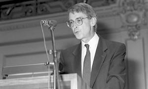<p>Hans Ulrich Lehmann, lorsqu'il reçoit le prix d'art de la ville de Zurich, le 3 avril 1993 / Photo: Key/Str</p>