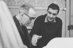 Gustave Roud et Michel Soutter, photographie prise pendant le tournage du film dans la série «Personnalités suisses», Carrouge, 1965 / © Fonds Gustave Roud, CRLR