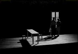 """Scène de """"Quelqu'un va venir"""" de Jon Fosse, mis en scène par Claude Régy / Photo: D.R. — © Centre culturel suisse. Paris"""