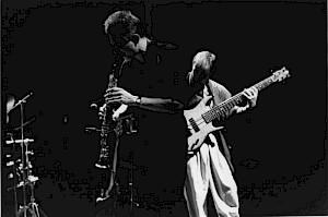 """Maurice Magnoni en concert avec le """"Maurice Magnoni Electric Quartet"""" en avril 1990 au CCS / Photo: D.R. — © Centre culturel suisse. Paris"""