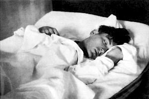 <p>Andreas Walser endormi, été 1929 / D.R.</p>