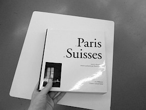 """Première de couverture du livre """"Le Paris des Suisses"""" édité à l'occasion des 10 ans du CCS / Photo: Marine Peixoto — © Centre culturel suisse. Paris"""