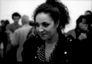 """<p>Farida Rahouadj au CCS lors de la soirée """"Daniel de Roulet"""" (dans l'exposition de Simone Oppliger) / Photo: Olivier Meylan</p>"""