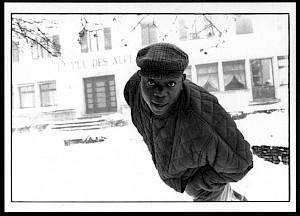 """Simone Oppliger, """"Jean-Baptiste Ngoma Malonga, requérant d'asile zaïrois, chauffeur de taxi"""", octobre 1991 / Carton de l'exposition — © Centre culturel suisse. Paris"""