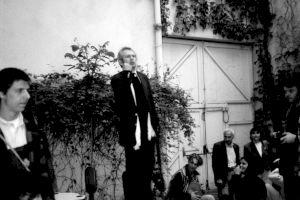"""<p>""""Une histoire de cul ture"""", vernissage (Ben Vautier déclamant) / Photo: D.R.</p>"""