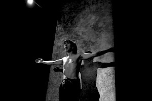 """Robert Bouvier dans """"François d'Assise"""" mis en scène par Adel Hakim / Photo: Michel Sarti — © Centre culturel suisse. Paris"""