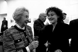 """<p>Miriam Cendrars et Anne Pellaton, au CCS (vernissage du cycle """"Les Débordants (…)"""" fev. -93 / Photo: D.R.</p>"""