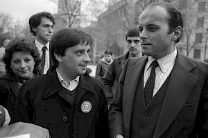 <p>Thierry Le Luron (à gauche) et Jacques Toubon (à droite) / Photo: D.R.</p>