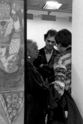 """<p>Jacqueline Porret-Forel au centre dans l'exposition """"Aloïse et le théâtre de l'Univers"""" / Photo: D.R.</p>"""