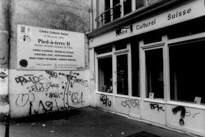 <p>Vitrine et panneau d'affichage du CCS, rue des Francs-Bourgeois / Photo: D.R.</p>