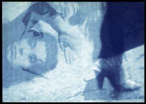 """<p>Carton de la performance """"Shadows of Memories"""" de Janet Haufler, tenue le 19 février 1993 au CCS Paris / Photo: Franticek</p>"""