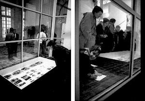 <p>Vues de la vitrine, le soir du vernissage / Photo: Alain Ceyssac</p>