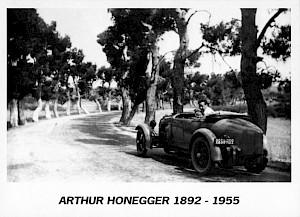 Carton de l'évènement, Honneger dans sa Bugatti sur la Route de Salon à Arles, 1932 / Collection Pascale Honneger — © Centre culturel suisse. Paris