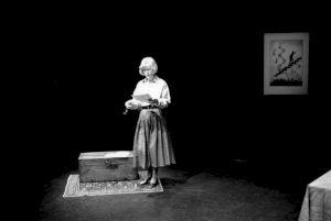 <p>Éléonore Hirt lit ses amis écrivains / Photo: Aline Kundig</p> — © Centre culturel suisse. Paris