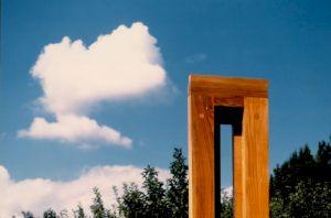 """<p>Charles de Montaigu """"M. L"""" (détail), frêne, H. 334cm, 1987 / Photo: D.R.</p>"""