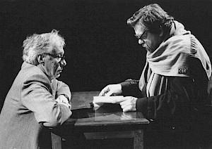 Michael Londsale (droite) face à Werner Düggelin (gauche) lors d'une répétition / Photo: D.R. — © Centre culturel suisse. Paris