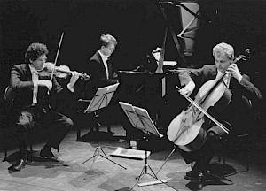 Trio Novanta: Karl-Andreas Kolly (piano), Andreas Friedrich (violon) & David Riniker (violoncelle) / Photo: D.R. — © Centre culturel suisse. Paris