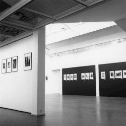 """<p>""""La Suisse avant le miracle"""" (vue d'exposition) / Photo: Katrin Bötzel</p>"""
