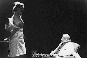 """<p>Paul Nizon, pendant la lecture de son texte """"Dans le ventre de la baleine"""" / Photo: Katrin Bötzel</p>"""