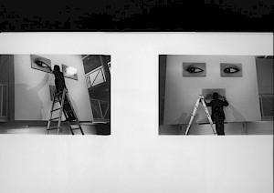 Peter Knapp (accrochage) / Photo: D.R. — © Centre culturel suisse. Paris