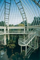 J. -M. Lamunière, Serre méditerranéenne au Jardin botanique, Genève, 1979-1987 / vue de l'intérieur et de l'entrée / Photo: DR. — © Centre culturel suisse. Paris