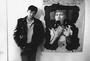 """Jean-Quentin Châtelain, à côté de l'affiche """"Mars"""" réalisée par Roger Pfund / Photo: Jesus Moreno — © Centre culturel suisse. Paris"""