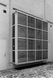 <p>Vue de l'exposition au Centre Culturel Suisse, 1986 / Photo: Dahliette Sucheyre</p>